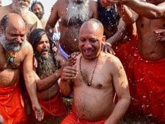கும்பமேளாவில் புனித நீராடிய 'பெரிய தலைகள்'!