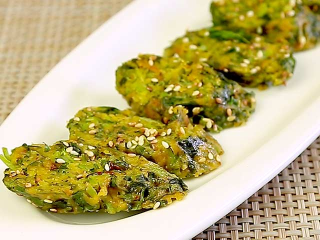 Video : How To Make Methi Ka Muthia At Home