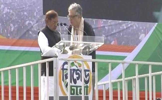 ममता के मंच पर 'महागठबंधन की किरकिरी', मोदी सरकार को घेरने आए शरद 'राफेल' की जगह बोल बैठे 'बोफोर्स'