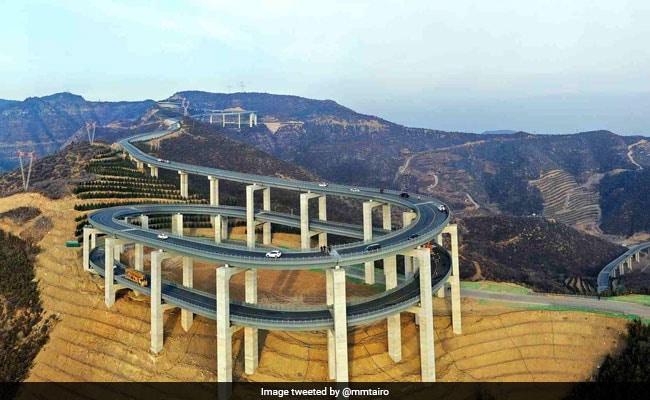 पहाड़ों पर चीन ने बनाया हैरतअंगेज हाईवे, देखने वालों की थम जाएंगी सांसें