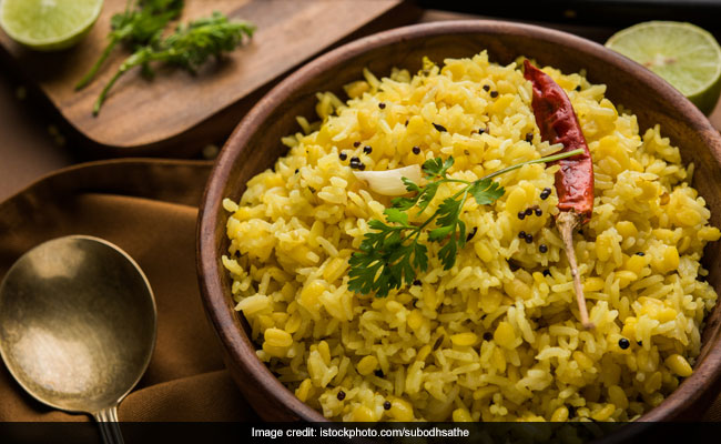 Indian Cooking Tips: Give Your Regular Khichdi A 'Masaledar' Twist With This Easy Recipe (Watch Recipe Video)