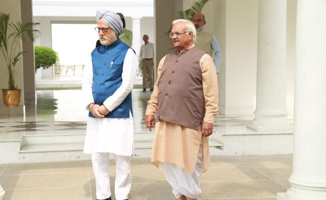 ये हैं The Accidental Prime Minister के अटल बिहारी वाजपेयी, असल जिंदगी में बेचते हैं 'चाय'