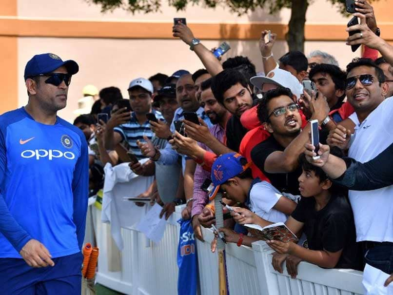 India vs Australia: MS Dhoni Fever Grips Sydney Ahead Of India-Australia First ODI - Watch