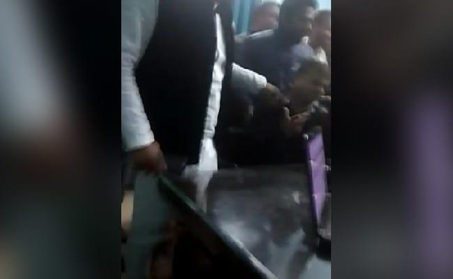 BJP नेता के खिलाफ FIR, बिजली विभाग के दफ्तर में घुस मुंह पर कालिख पोतने की दी धमकी, घटना Video में कैद