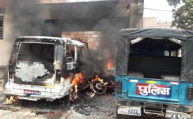 बिहार : लड़की की हत्या के बाद उत्पात, पुलिस कर्मियों पर हमला; रामगढ़ थाना जलाया