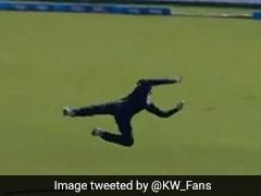 मार्टिन गुप्टिल ने हवा में उड़कर लिया ऐसा कैच, देखते रह गया बल्लेबाज, देखें VIDEO