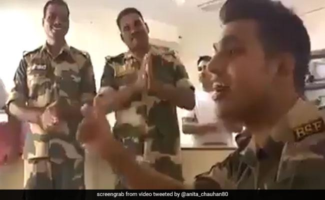 Jawan Sings 'Sandese Aate Hain'. Arvind Kejriwal Retweets Viral Video