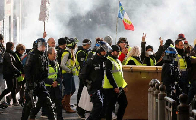Thousands Of 'Yellow Vest' Protesters Defy President, March In Paris