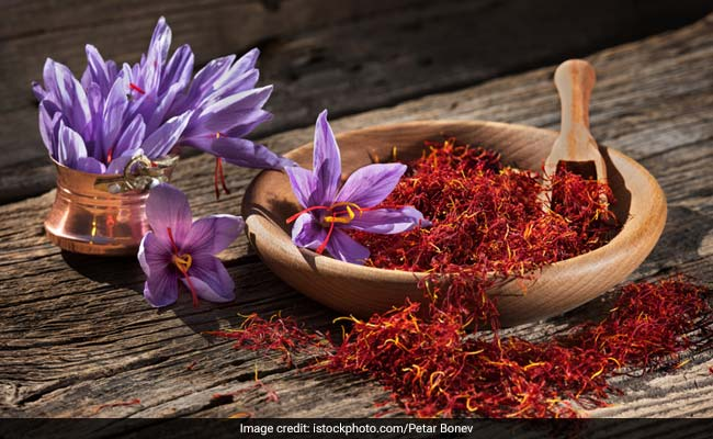 6 Ways To Use Saffron To Get Glowing Skin