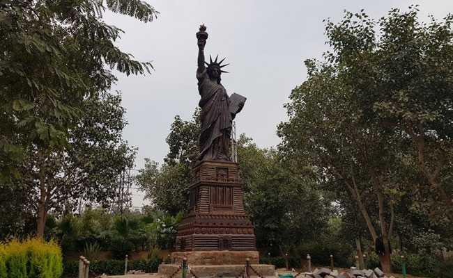 अमेरिका में गिरफ्तार किए गए 129 छात्रों की मदद के लिए भारतीय दूतावास ने शुरू की हॉटलाइन