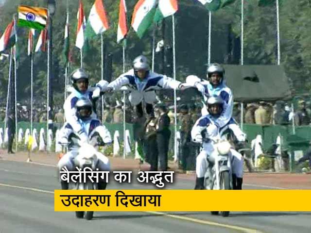 Video : सेना के जवानों ने मोटरसाइकिल पर दिखाया करतब