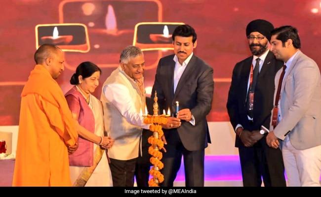 वाराणसी में प्रवासी भारतीय दिवस सम्मेलन का सुषमा स्वराज और सीएम योगी ने किया उद्घाटन