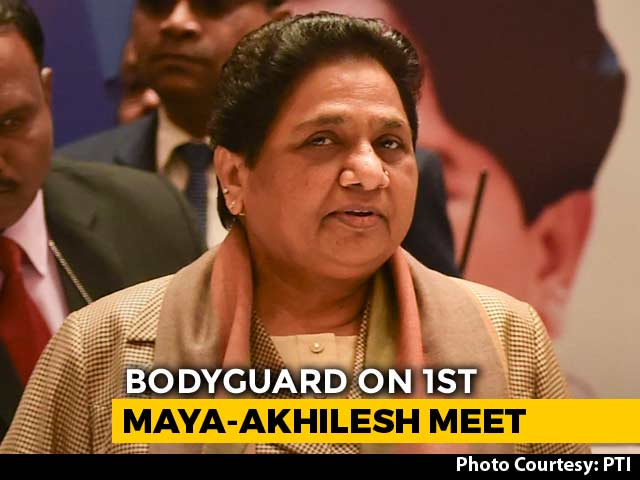 Video : When Mayawati Failed To Recognise Akhilesh-Dimple Yadav On A Flight