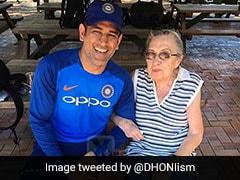 MS Dhoni से मिलने के लिए ग्राउंड पर आई 87 वर्षीय महिला, बोली- ये है आज के क्रिकेट का 'DON'
