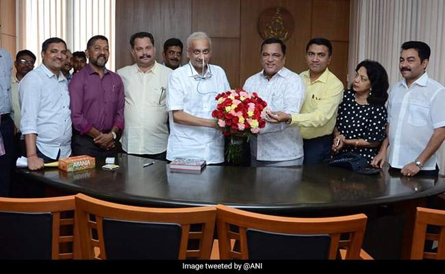 गोवा के सीएम मनोहर पर्रिकर नए साल पर पहुंचे सचिवालय