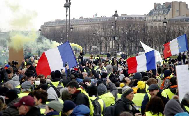 Clashes Erupt In Paris As Yellow Vest Protests Enter 10th Week