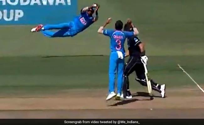 IND vs NZ: हार्दिक पंड्या ने हवा में उड़कर लिया ऐसा कैच, विराट कोहली भी हुए हैरान, देखें VIDEO