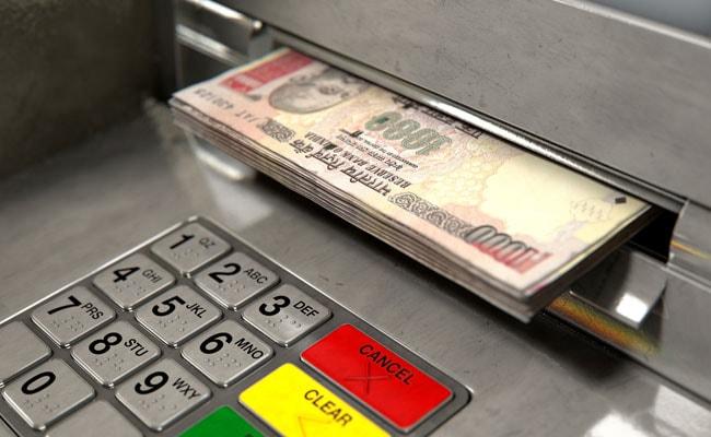 ATM से पैसे चुराने का नया तरीका, Aadhaar Card से यूं चुराए जा रहे हैं हज़ारों