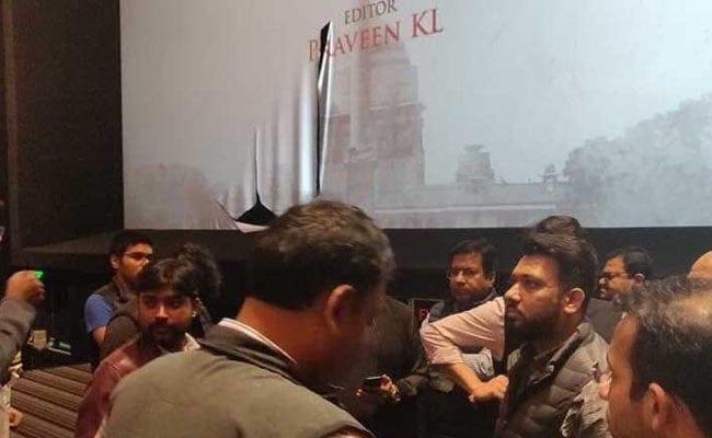The Accidental Prime Minister: कोलकाता और इंदौर में हंगामा, सुरक्षा व्यवस्था के बीच चला शो