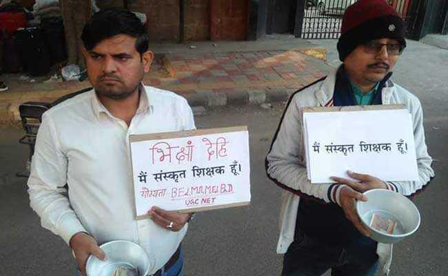 भिक्षां देहि : दिल्ली की सड़कों पर भीख क्यों मांग रहे हैं संस्कृत शिक्षक