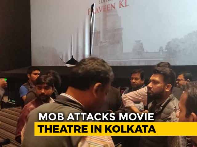 Video : Congress Workers Attack Kolkata Theatre Screening <i>'Accidental Prime Minister'</i>