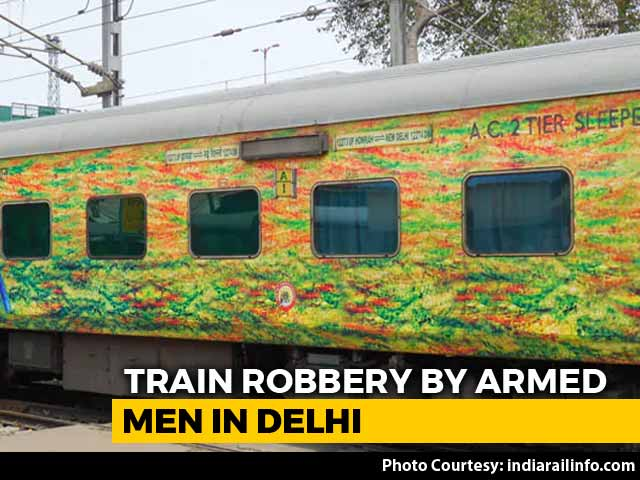 Video : Armed Men Loot Passengers In 2 AC Coaches Of Duranto Express In Delhi