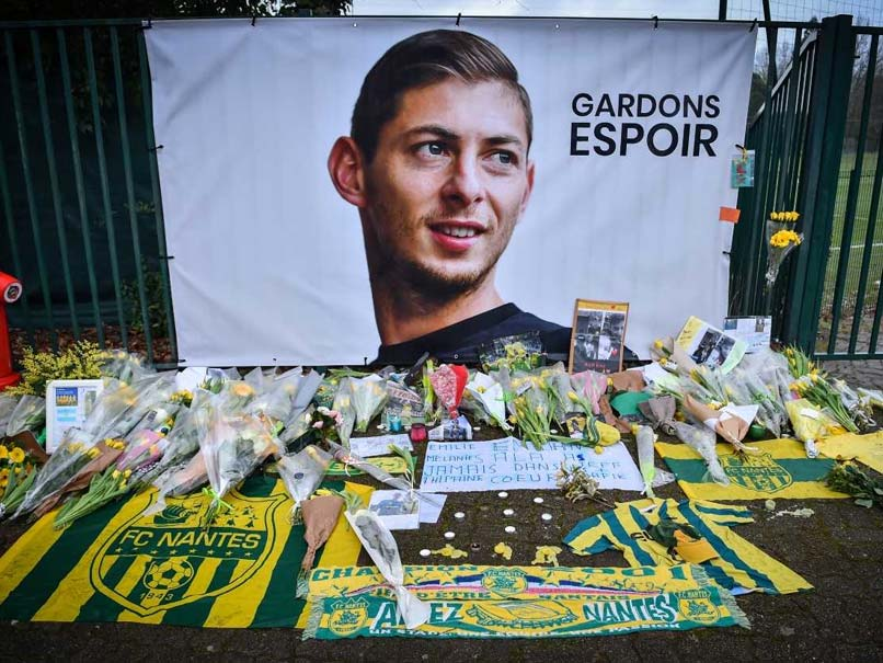 Relatives of missing Premier League player Emiliano Sala on Saturday began a private search for his plane