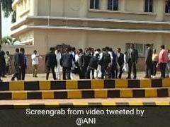 सीढ़ियों से फिसलकर गिरा फोटोग्राफर तो राहुल गांधी ने हाथ पकड़कर उठाया, देखें Video