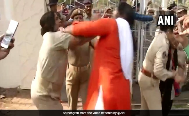 Scuffle Between Odisha Police, BJP Workers Caught On Camera