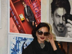 Viral: Rekha's Reaction When She Realises She's Posing Next To Amitabh Bachchan's Pic Is Killing The Internet