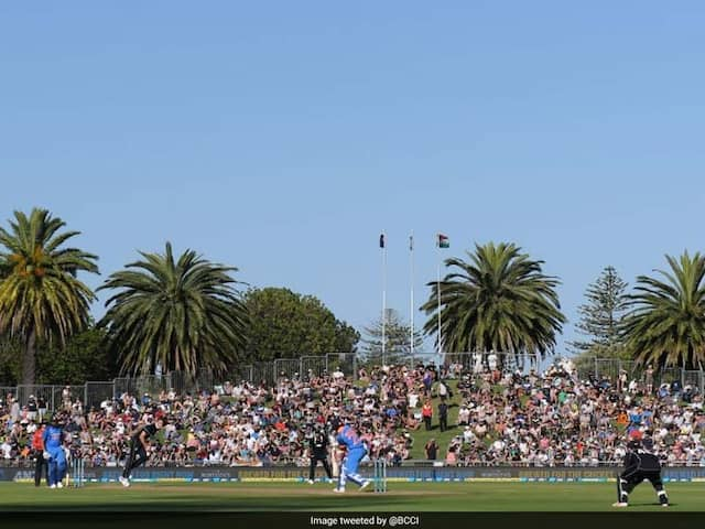Sunlight Hampers Virat Kohli, Shikhar Dhawans View, Play Stops In Napier