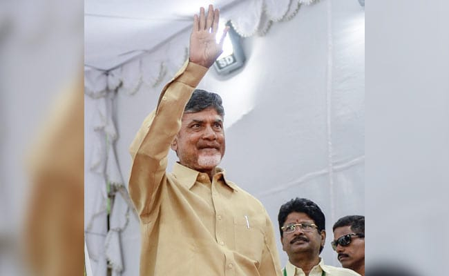 Lok Sabha Elections 2019 Highlights: Chandrababu Naidu Reaches Kolkata, Meets Mamata Banerjee