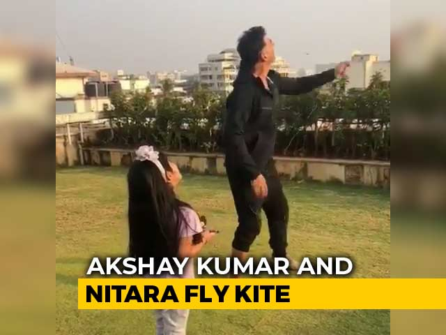 Akshay Kumar Flies A Kite With Daughter Nitara On Makar Sankranti
