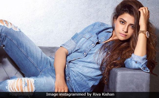 Ravi Kishan's Daughter Riva To Debut Opposite Padmini Kolhapure's Son Priyaank: Report