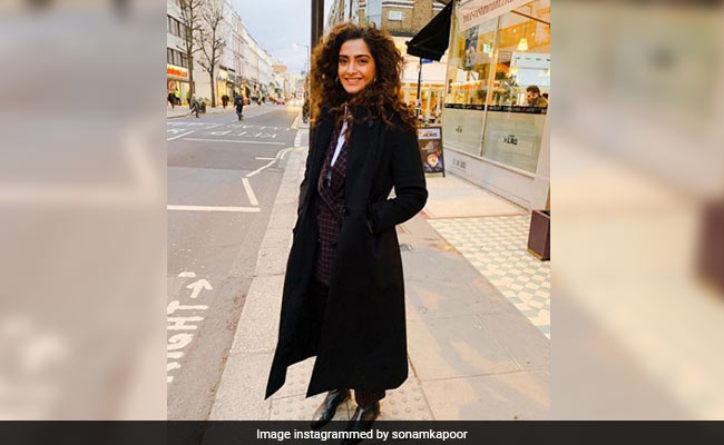 Sonam Kapoor Is Missing 'Beau' Anand Ahuja Very, Very Much In New Pic From London