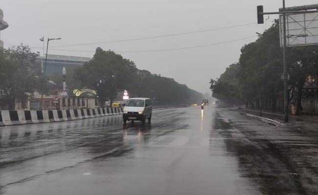 Light Rain In Delhi, 12 Trains Delayed Due To Fog