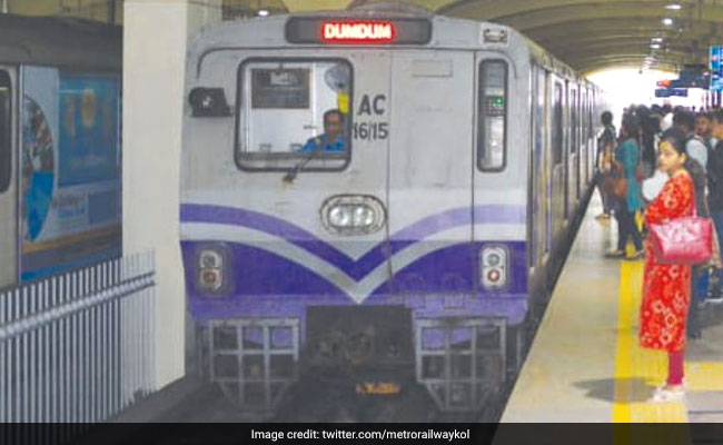 Passengers Evacuated After Kolkata Metro Train Gets Stuck Temporarily