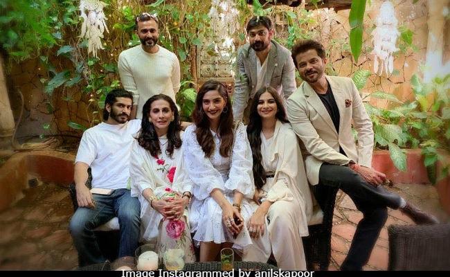 Kapoor Full House: Inside Sonam, Anand, Rhea, Harshvardhan's 'Happy Sunday'