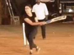 कैटरीना कैफ का क्रिकेट खेलते हुए Video वायरल, अनुष्का शर्मा से बोलीं- विराट कोहली से पैरवी करो न...