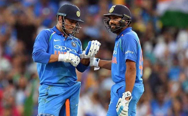 IND vs AUS 1st ODI: इस वजह से महेंद्र सिंह धोनी की बैटिंग को लेकर मचा है बवाल