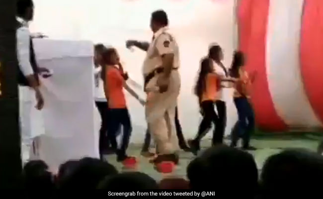 On Video, Cop Showers Cash On Schoolgirls At Republic Day Event