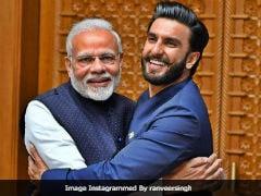 '<i>Jaadoo Ki Jhappi</i>': Ranveer Singh Captions Pic With PM Modi