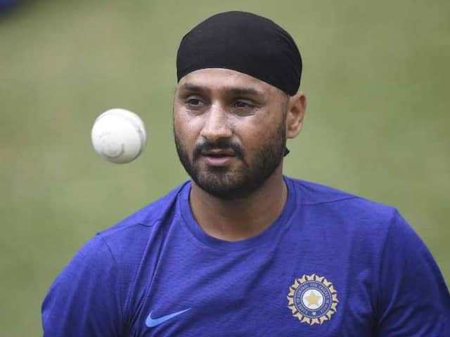 Harbhajan Singh shares two decades old photo with Virender Sehwag