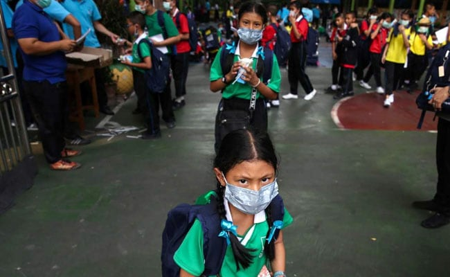 Toxic smog forces more than 400 schools to close in Bangkok