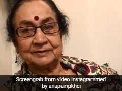 अनुपम खेर की मम्मी ने किया 'The Accidental Prime Minister' का रिव्यू, मनमोहन पर बोलीं- शरीफ था वो बेचारा...Video