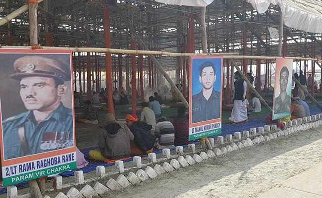 कुंभ नगरी में अनोखा पंडाल : सुबह यज्ञ से पहले होता है राष्ट्रगान, शहीदों को किया जाता है नमन