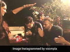 दीपिका पादुकोण के आगे रोहित शेट्टी, रणवीर सिंह और करण जौहर ने जोड़े हाथ, Video में देखें क्या है वजह...
