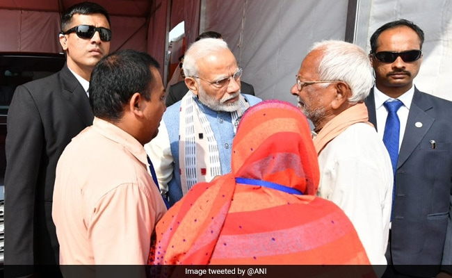 PM Modi Meets Family Of Doordarshan Cameraman Who Died In Maoist Attack