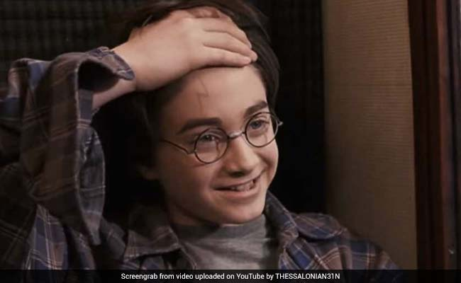 This Fan Theory About Harry Potter's Scar Has Netizens Shocked