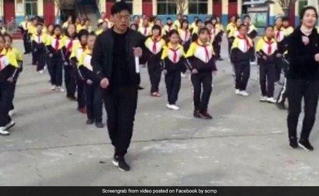 स्कूल में प्रिंसिपल ने बच्चों के सामने किया Dance, वायरल हुआ VIDEO